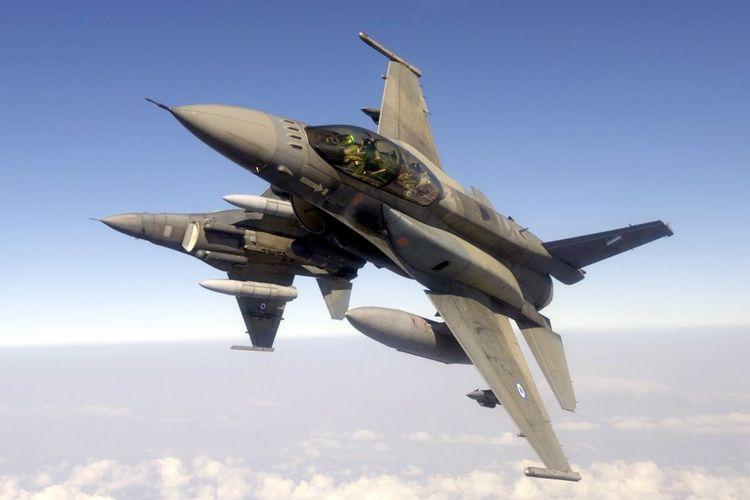 Foto dokumen menunjukkan dua pesawat F-16 milik Yunani. Pemerintah Yunani memutuskan akan segera meningkatkan armada jet tempur mereka.