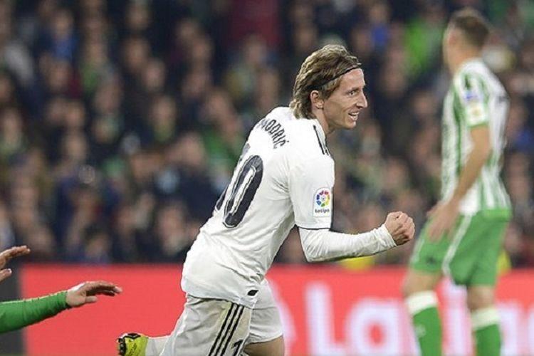Luka Modric merayakan golnya pada pertandingan Real Betis vs Real Madrid dalam lanjutan La Liga Spanyol di Stadion Benito Villamarin, 13 Januari 2019.