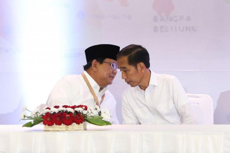 Dua pasangan calon presiden dan wakil presiden Prabowo Subianto-Sandiaga Uno dan Joko Widodo-Maruf Amin saat acara pengambilan nomor urut di Kantor Komisi Pemilihan Umum, Jakarta, Jumat (21/9/2018).