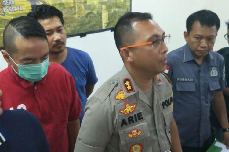 Pengemudi mobil BMW yang keluarkan pistol saat macet di Jalan Alaydrus, Gambir, Jakarta Pusat, ditangkap. Sabtu (15/6/2019)