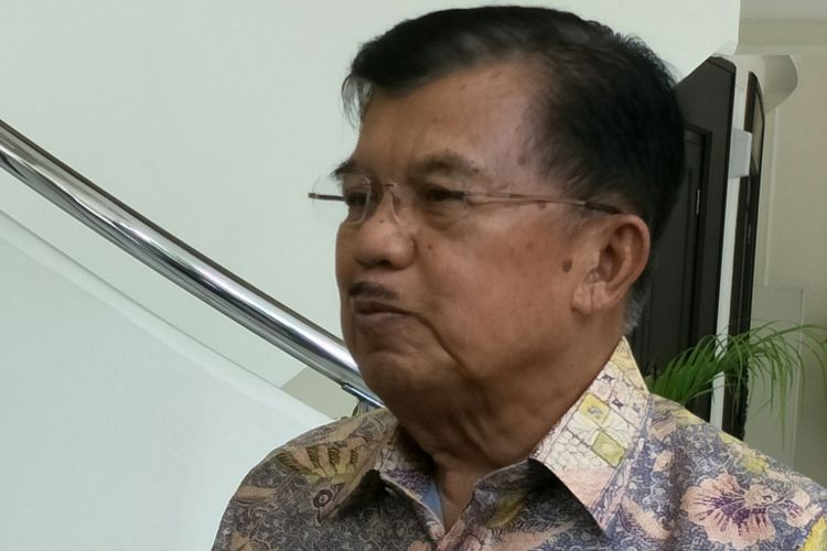Wakil Presiden Jusuf Kalla ketika ditemui di kantor wakil presiden, Jalan Medan Merdeka Utara, Jakarta Pusat, Rabu (6/12/2017).
