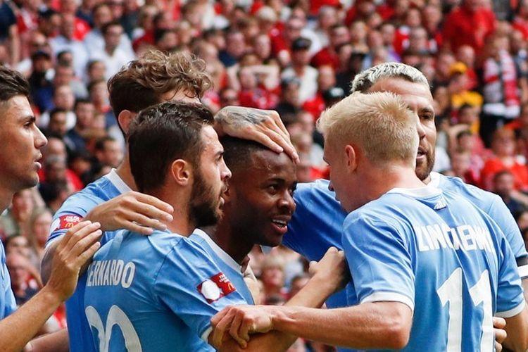 Pemain Manchester City, Raheem Sterling, merayakan gol bersama rekan-rekannya pada pertandingan Liverpool vs Man City dalam Community Shield 2019 di Stadion Wembley, 4 Agustus 2019.