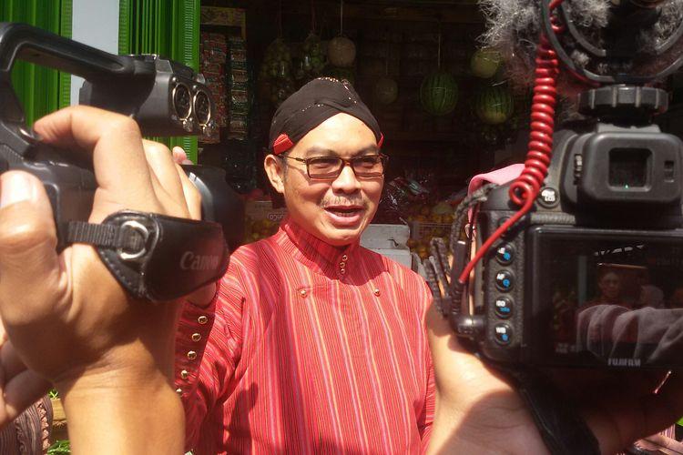 Bupati Kulon Progo, Hasto Wardoyo, usai meresmikan Pasar Bela Beli Barat Teteg di Wates, Kulon Progo, Daerah Istimewa Yogyakarta.