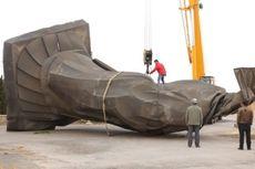 Patung Raksasa Kaisar Pertama China Roboh Tertiup Angin