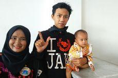 Sepasang Suami-Istri bersama Bayi 14 Bulan Ikut Pawai The Jakmania