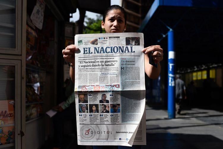 Edisi cetak terakhir yang diterbitkan surat kabar Venezuela, El Nacional, pada Jumat (14/12/2018). Surat kabar tersebut kini hanya akan hadir dalam bentuk online.