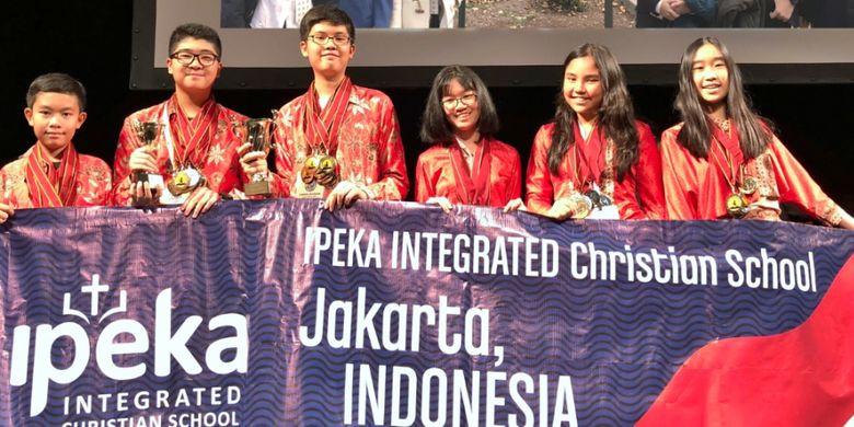 Sekolah IPEKA membawa nama Indonesia di ajang World Scholar?s Cup (WSC) di Yale, Amerika Serikat, 11-14 November 2017. Mereka membawa pulang dua piala, 34 medali emas dan 23 medali perak.