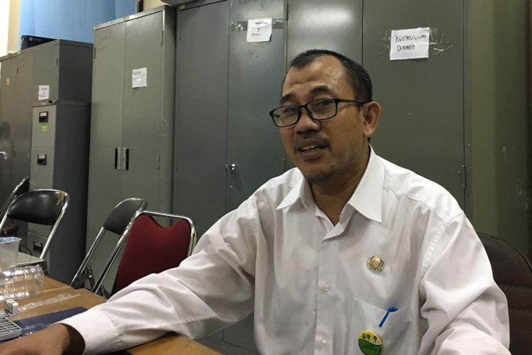 Sekretaris Dinas Pendidikan Kota Bekasi Inayatullah Saat diwawancarai di Bekasi, Rabu (12/7/2017).