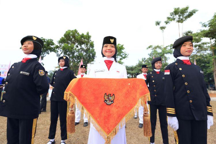 Mendes PDTT  Eko Putra Sandjojo menjadi Inspektur upacara (Irup) HUT ke-73 di lapangan rumput daerah tertinggal di Kabupaten Seluma, Bengkulu, Jumat (17/8/2018)