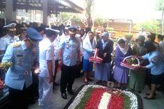 HUT TNI ke-73, Panglima TNI Ziarah Ke Makam Gus Dur