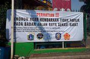 Parkir Liar di Jalan Protokol Bekasi, Siap-siap Kendaraan Ditempel Stiker 'Nyeleneh'