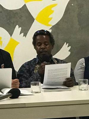 Anggota Tim Investigasi Theo Hasegem (tengah) saat konferensi pers di kantor Amnesty International Indonesia, Jakarta Pusat, Jumat (29/3/2019).