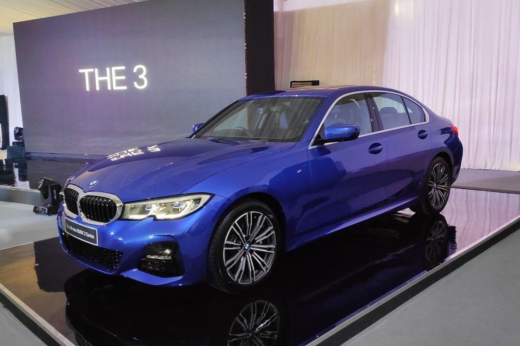 BMW membawa Seri 3 terbaru 330i M Sport yang akan meluncur resmi di GIIAS