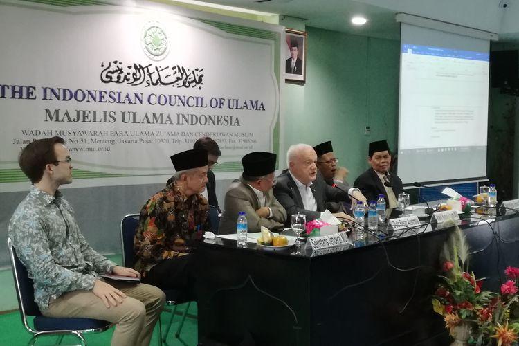 Duta Besar Australia untuk Indonesia, Gary Quinlan saat bertemu dengan jajaran pimpinan Majelis Ulama Indonesia (MUI) di kantor MUI, Jakarta, Selasa (19/3/2019) siang