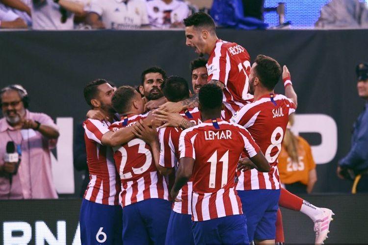 Diego Costa merayakan gol bersama rekan-rekannya pada pertandingan ICC 2019 antara Real Madrid vs Atletico Madrid di New Jersey, 26 Juli 2019.