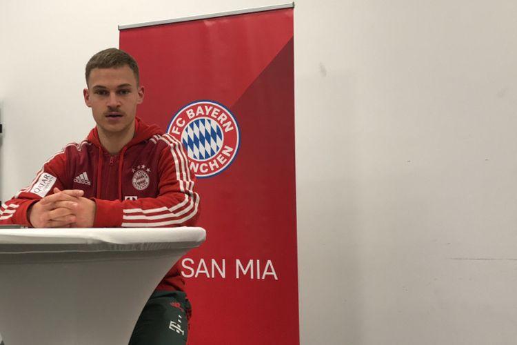Joshua Kimmich melakukan wawancara eksklusif dengan sejumlah media dalam Bundesliga Media Visit seusai laga Bayern Muenchen vs Hertha Berlin di Stadion Allianz Arena, 23 Februari 2019.