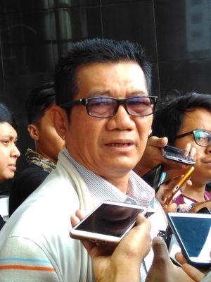 Politisi Partai Golkar sekaligus Ketua Pansus hak angket KPK, Agun Gunandjar usai diperiksa penyidik di gedung KPK, Jakarta, Kamis (31/8/2017).