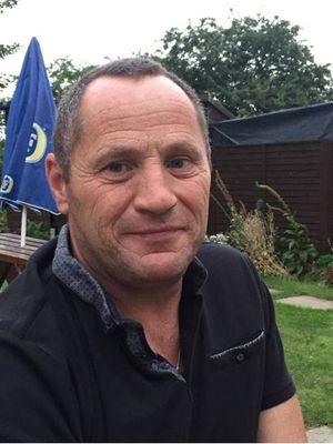 Dave Hazel (59) ditipu oleh teman kencan yang akan ditemuinya dari situs kencan online.