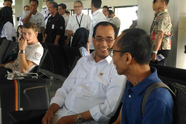 Menhub Budi Karya Sumadi saat berkunjung ke Stasiun Skytrain Bandara Soekarno-Hatta, Selasa (19/6/2018).