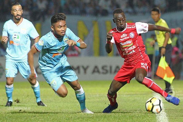 Laga Persela Lamongan vs Arema FC berlangsung di Stadion Surajaya, 16 November 2018.