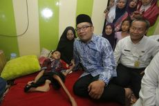 Jenguk Bocah Tulang Rapuh, Ridwan Kamil Minta Fahri Contoh Stephen Hawking