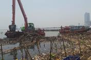 Sudah 6 Hari Dibersihkan, Sampah Masih Berceceran di Muara Angke