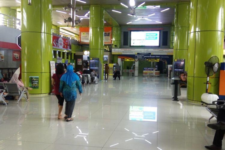 Kondisi Stasiun Gambir pada Kamis (31/8/2017). Jelang libur Idul Adha, PT KAI menambah delapan perjalanan kereta tambahan untuk pemberangkatan dari Stasiun Gambir.