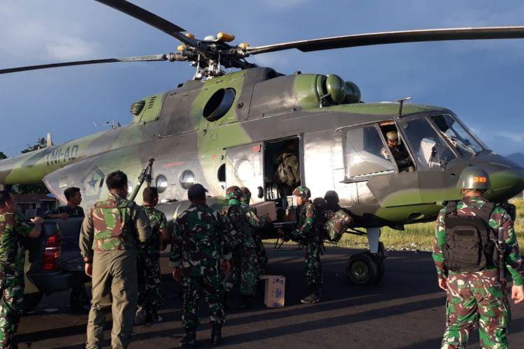 Helikopter milik TNI yang digunakan untuk mengevakuasi para korban pekerja di Nduga, Papua.