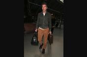 Gaya Keren David Beckham, Padukan Jaket Harrington dan Arloji Tudor