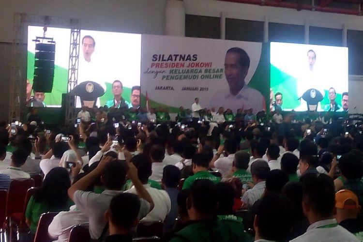 Ribuan pengemudi online menghadiri Silaturahmi Nasional (Silatnas) bersama Presiden Joko Widodo di Jakarta International Expo Kemayoran, Jakarta, Sabtu (12/1/2019).