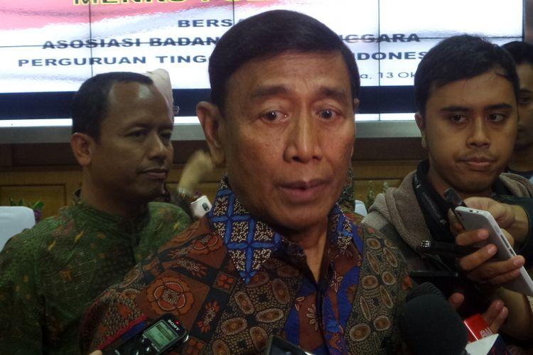 Menteri Koordinator Bidang Politik, Hukum dan Keamanan Wiranto saat ditemui di Kemenko Polhukam, Jakarta Pusat, Jumat (13/10/2017).