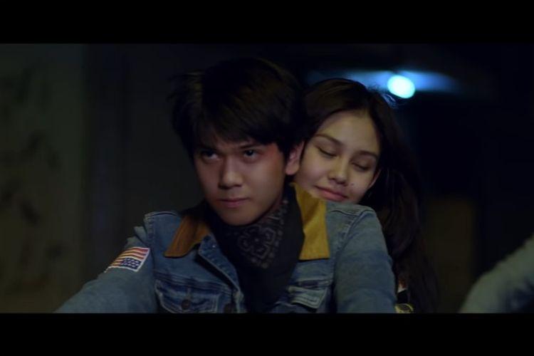 Iqbaal Ramadhan (Dilan) dan Vanesha Prescilla (Milea) dalam film Dilan 1991.