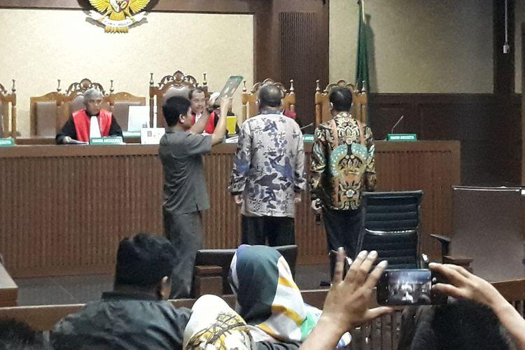 Terdakwa Wali Kota Kendari Tak Ingin Diperiksa Berbareng Ayahnya