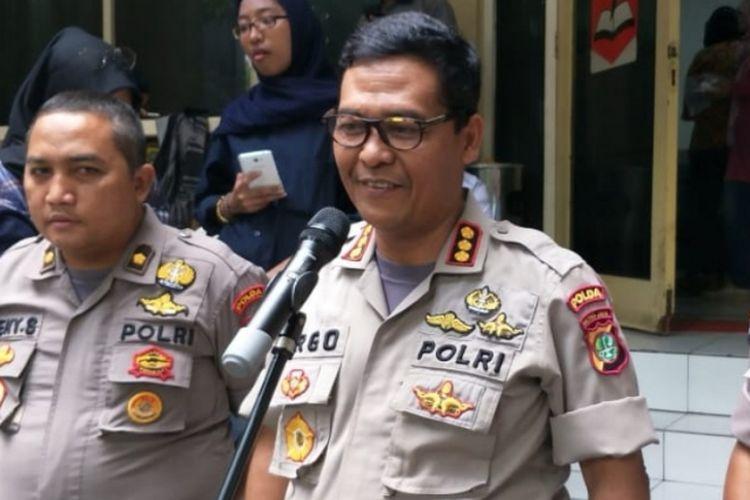 Ketua Tim Media Satgas Antimafia Bola, Kombes Argo Yuwono berserta jajaran di Mapolda Metro Jaya, Jumat (15/2/2019).