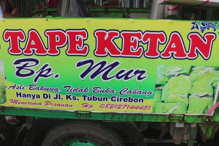 Es tapai Bp. Mur di pertigaan Jalan KS Tubun, Kecamatan Kejaksan, Kota Cirebon, berjualan sejak tahun 1980. Selain untuk berbuka puasa, es tapai legendaris ini kerap dijadikan salah satu oleh-oleh primadona saat arus mudik balik dan juga liburan panjang.