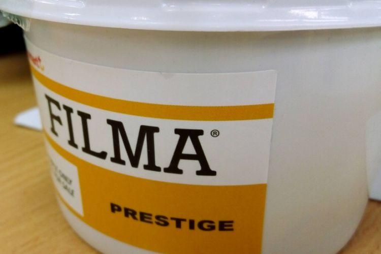 Margarin Filma, salah satu produk PT SMART Tbk. Margarin ini dikembangkan secara khusus untuk para profesional di bidang pembuatan roti yang menitikberatkan pada kelembutan dan pengembangan adonan yang optimal.