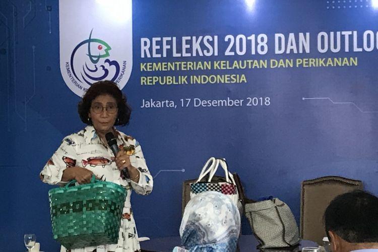 Menteri Kelautan dan Perikanan Republik Indonesia (KKP) Susi Pudjiasuti di Gedung Mina Bahari IV KKP, Jakarta Pusat, Senin (17/12/2018)
