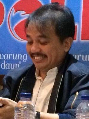 Roy Suryo, juru bicara Tim Pemenangan calon gubernur-wakil gubernur DKI Jakarta, Agus Harimurti Yudhoyono-Sylviana Murni, memerikan tanda secara eksplisit sikap Partai Demokrat pada putaran kedua Pilkada DKI Jakarta 2017.
