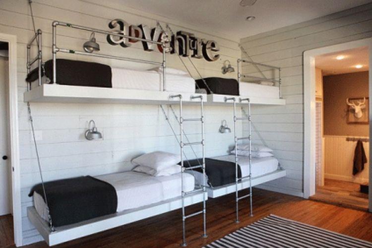 4 ranjang kantilever bergaya kontemporer di rumah peternakan  karya  Magnolia Homes.