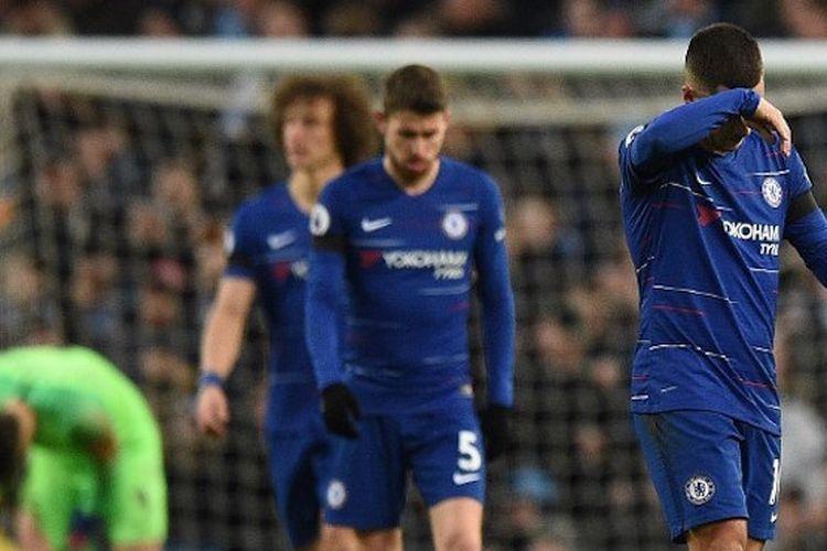 Eden Hazard tampak kecewa seusai Sergio Aguero mencetak gol pada pertandingan Manchester City vs Chelsea di Stadion Etihad dalam lanjutan Liga Inggris, 10 Februari 2019.