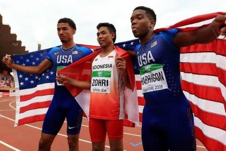 Sprinter Indonesia, Lalu Muhammad Zohri (tengah) bersama dua atlet AS, Anthony Schwartz  dan Eric Harrison
