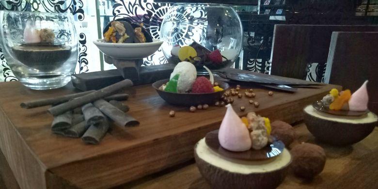 Buffet Cokelat yang tersedia di loby lunch Hotel Gran Melia, Kuningan, Jakart, Selasa (18/7/2017).