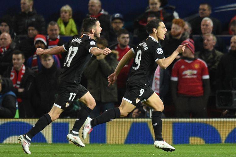 Wissam Ben Yedder merayakan gol Sevilla ke gawang Manchester United pada pertandingan 16 besar Liga Champions di Stadion Old Trafford, Selasa (13/3/2018).