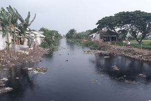 Kondisi Kali Pisang Batu Bekasi Kini Setelah Sampah Dikeruk