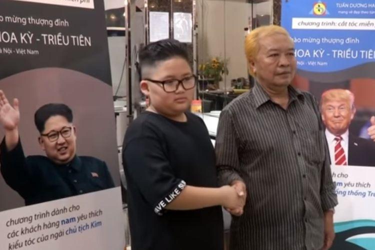 Dua pelanggan salon Tuan Duong Beauty Academy di Vietnam, yang dicukur dengan model rambut Donald Trump dan Kim Jong Un.
