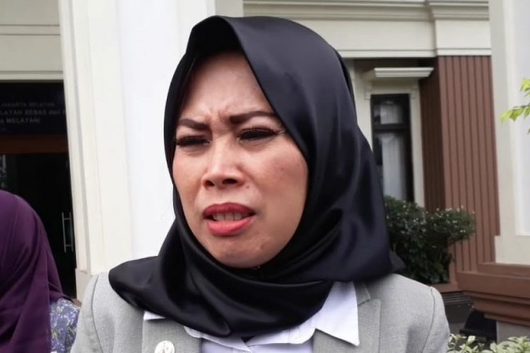 Anita Dewi Farida, istri Abdee Negara atau Abdee Slank, diwawancara di Pengadilan Agama Jakarta Selatan, Senin (21/5/2018).
