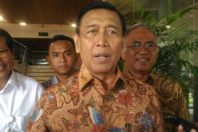 Menteri Koordinator Bidang Politik, Hukum, dan Keamanan (Menko Polhukam) Wirantodi kantor pusat PT. Adhi Karya, Pasar Minggu, Jakarta Selatan, Jumat (26/4/2019).