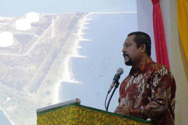 Rektor Unimal Prof Apridar saat menjadi pembicara dalam seminar nasional Kawasan Ekonomi Khusus (KEK) Arun, Lhokseumawe di GOR Unimal, Aceh Utara, Kamis (7/9/2017)