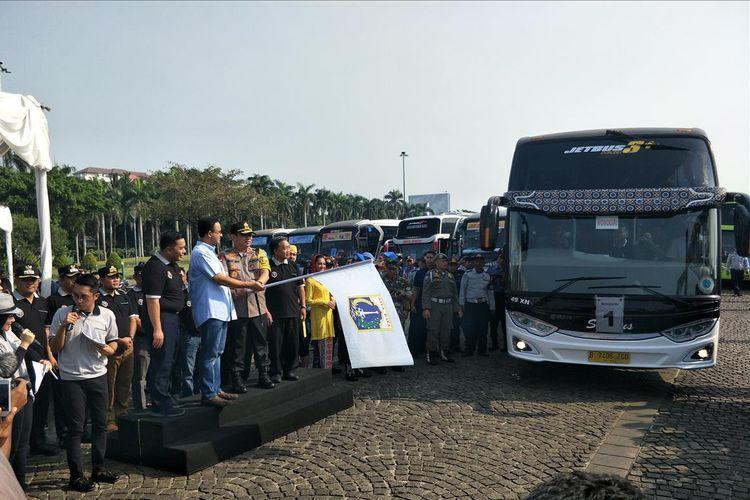 Pelepasan kegiatan mudik gratis yang diadakan Pemprov DKI Jakarta oleh Gubernur Anies Baswedan di Monas pada 30 Mei 2019.