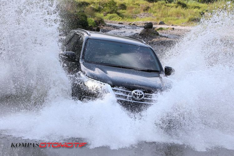 Uji ketangguhan Toyota Fortuner 4x4 VRZ di Kali Kuning Merapi
